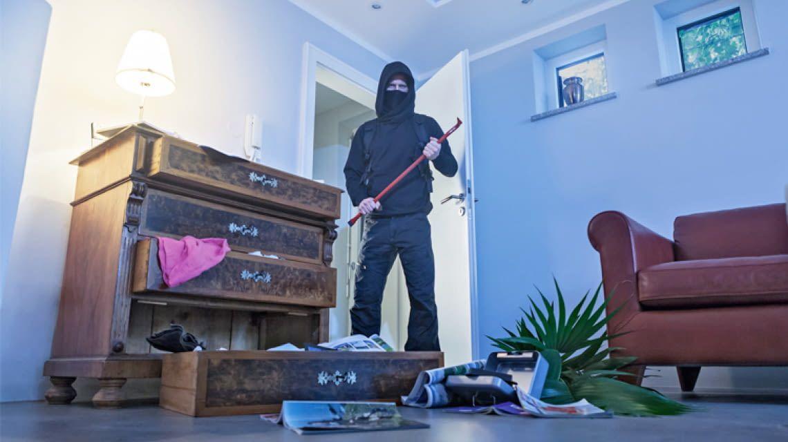 Einbrecher im Haus Diese Notfallstrategien können Leben