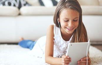 Uneingeschränkter Zugriff auf Tausende kinderfreundliche Bücher, Videos, Lern-Apps und Spiele.