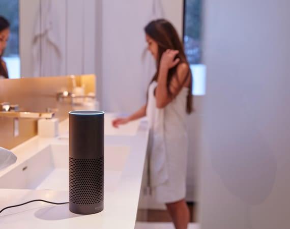Pressefoto home&smart homeandsmart Badezimmer Amazon Echo