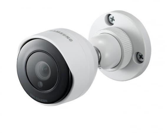 Die Samsung SmartCam SNH-E6440BN ist auch für den Außenbereich