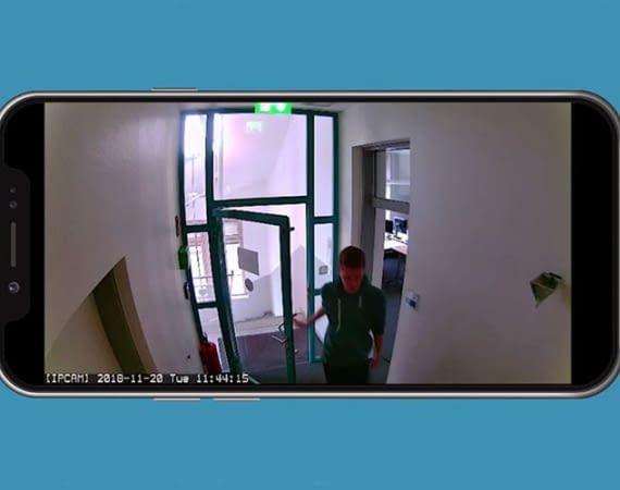 Die ABUS Smart Security World WLAN Lichtkamera PPIC36520 überträgt Live und in Full HD