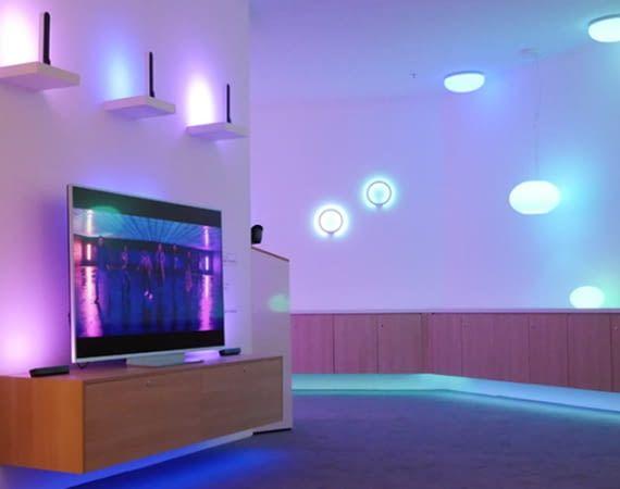 Mit Hue Play und weiteren neuen Leuchten von Signify macht Philips Ambilight noch schöner