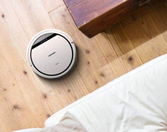 Wer einen Staubsauger-Roboter nutzt, braucht beim Hausputz nicht mehr selbst anwesend zu sein