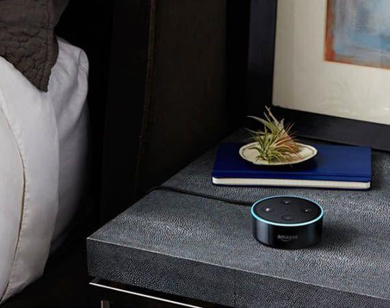 Mit Amazon Echo Dot lassen sich hunderte, Alexa-kompatible Haushaltsgeräte steuern
