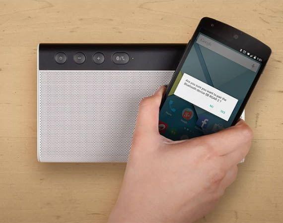Creative Sound Blaster Roar 2 wird mit einem Smartphone gekoppelt