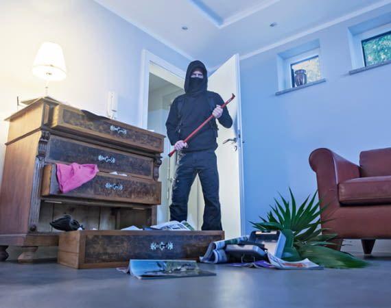 Die meisten Einbrecher wollen unerkannt bleiben und fliehen bei Störungen