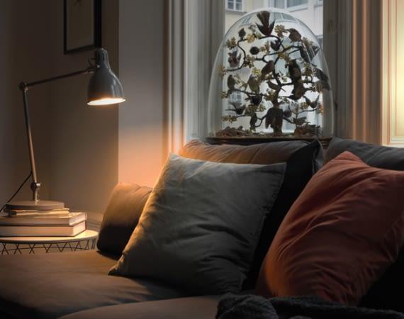 Mit den TRÅDFRI-Leuchten von IKEA lässt sich das Lichtsystem Philips Hue kostengünstig erweitern.
