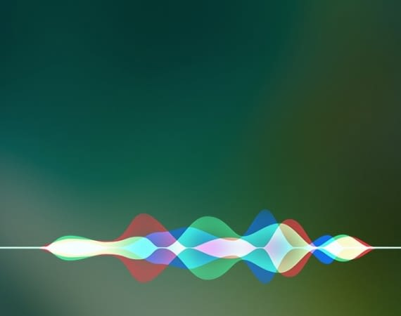 Apple Siri beantwortet Fragen und steuert smarte Geräte