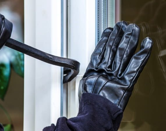 Einbruchhemmende Komponenten machen das Aufhebeln des Fensters um einiges schwieriger