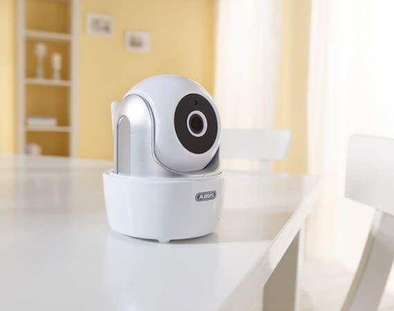 Die ABUS WLAN-Überwachungskamera bietet Infrarot-Nachtsicht und eignet sich als Babyfon