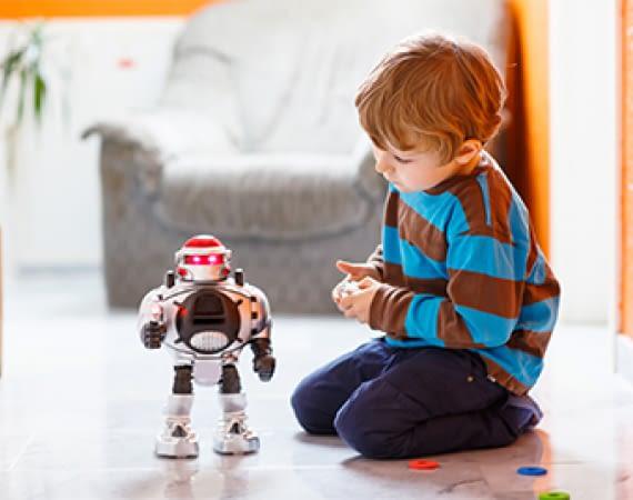 Mit smartem Spielzeug erlernen Kinder spielerisch den Umgang mit Technik