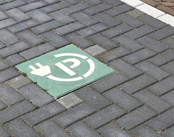 Wer ein Elektroauto bestellt, muss oft monatelange Wartezeiten in Kauf nehmen