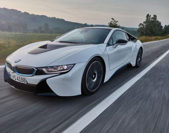 Der BMW i8 ist ein Hybrid-Sportwagen mit beachtlichen Fahrleistungen