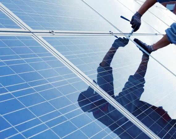 Wie funktioniert Photovoltaik? Eine PV Anlage wandelt Sonnenenergie in Strom.