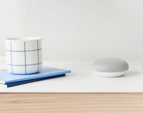 Google Home Mini - die wohnliche Alternative zum Amazon Echo Dot