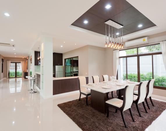 Moderner Smart Home Wohnbereich