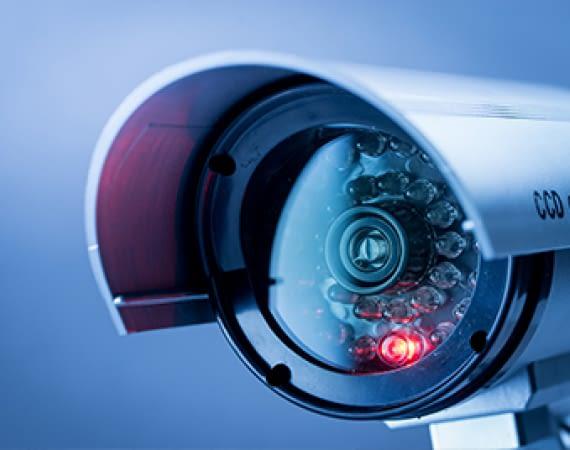 Sicherheitssysteme: Videoüberwachung, Türklingel mit Kamera und Alarmanlagen