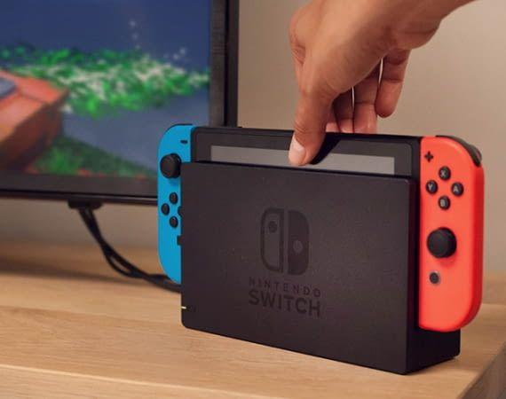 Die Nintendo Switch Gaming-Konsole lässt sich am TV, unterwegs oder als Tischmodell nutzen