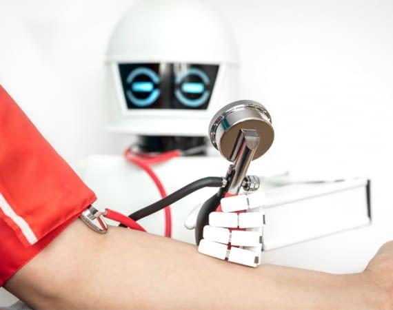 In Zukunft werden Roboter vielleicht sogar zu Pflegern (Symbolfoto)