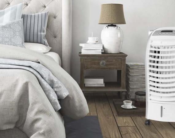 Der Luftkühler Trotec Aircooler PAE 25 lässt sich mit Rollen leicht in andere Zimmer mitnehmen