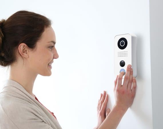 DoorBird WLAN Gegensprechanlage mit Kamera für das smarte Zuhause
