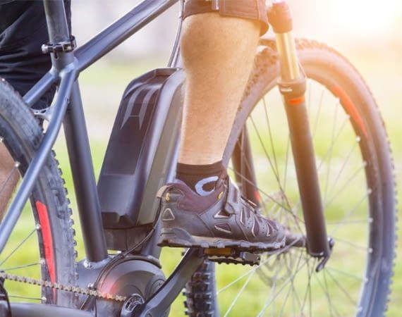 Wem sein E-Bike zu langsam ist, der hat verschiedene Möglichkeiten es zu beschleunige