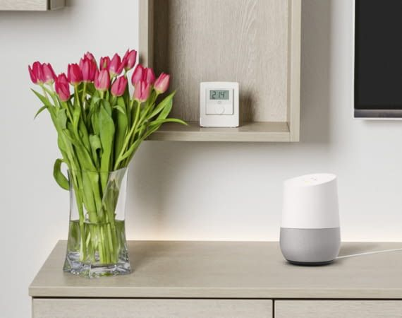 Auch wenn Google Home gerade keine Aufgaben erfüllt, benötigt er Strom