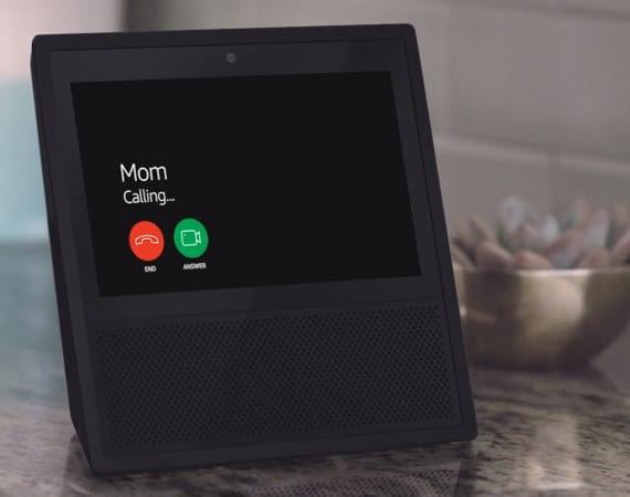 Hat Mutti einen Amazon Echo, Echo Dot oder Echo Show, soll sie bald mit Alexa Calling über die Alexa App anrufen und Nachrichten schicken können