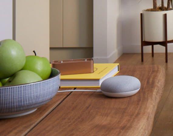 Im Inneren des Google Home Mini arbeitet die Künstliche Intelligenz Google Assistant