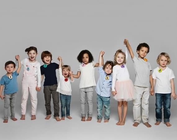 Die Welt aus Kinderaugen sehen: WLAN-Kamera Benjamin Button wird einfach angesteckt und hält Abenteuer fest, ohne zu stören