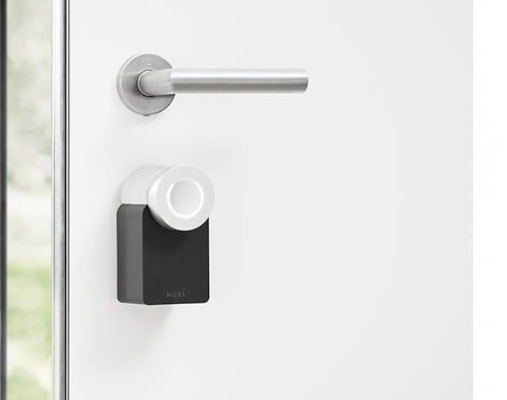 Nuki Smart Lock: Das smarte Türschloss lässt sich einfach mit dem Smartphone öffnen