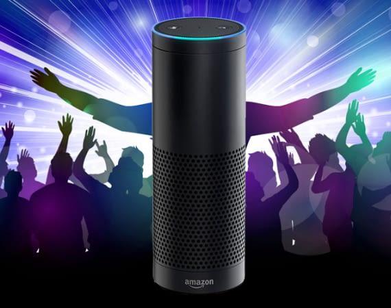 Alexa (mit Amazon Echo) feiert Party in Abwesenheit des Besitzers in Pinneberg