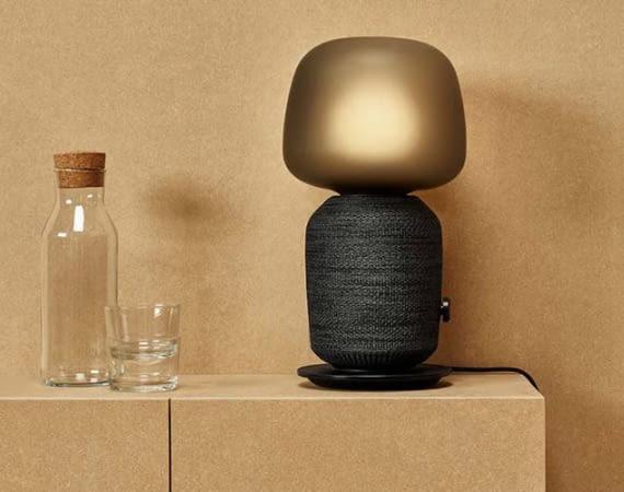 Ein Sonos One mit Lampenschirm? Fast. Es ist IKEAs SYMFONISK Tischleuchte mit WiFi-Speaker