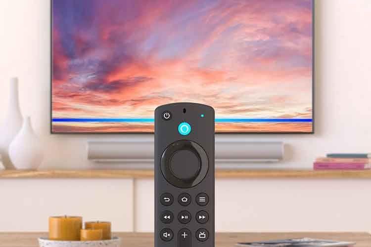 Amazon Fire TV Stick Max mit Wi-Fi 6 Unterstützung stellt einen echten Generationssprung dar. Im Bild die Alexa-Fernbedienung