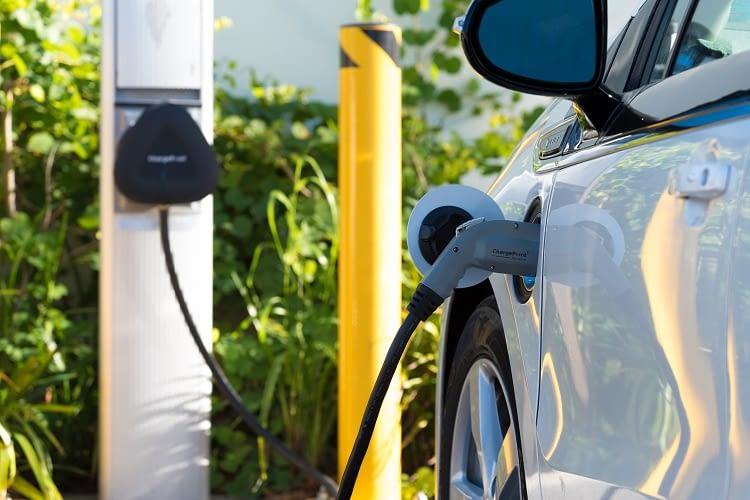 Elektromobilität im Überblick: Alles, was beim Kauf eines E-Autos beachtet werden sollte