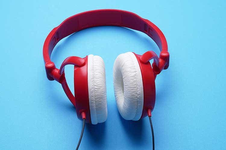 Amazon Music Unlimited bietet mehr als nur Musik, sondern auch Bundesliga Live-Übertragungen, Podcasts oder Hörspiele