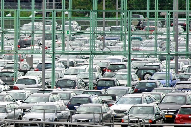 Die Suche nach freien Parkplätzen frisst Zeit, Geld und Nerven - S O NAH hat die Lösung