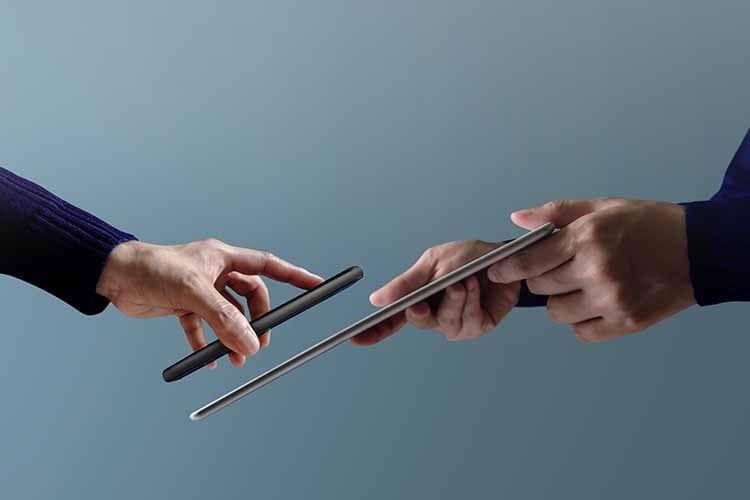 NFC ermöglicht das Übermitteln von Daten zwischen zwei Geräten per Funk