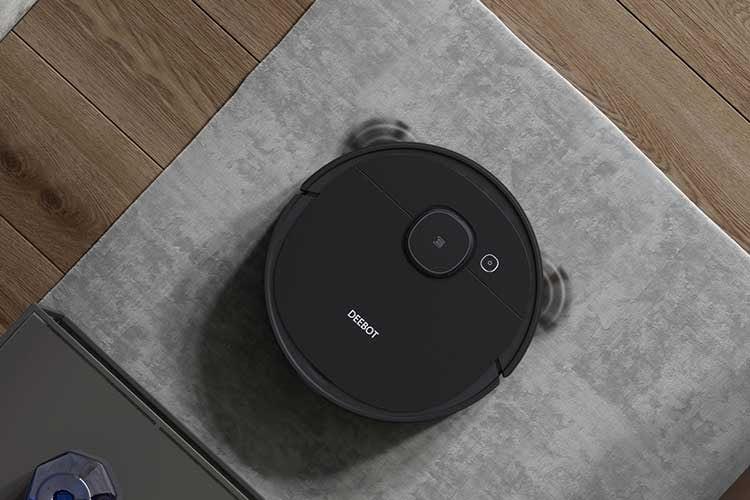 Ecovacs DEBOOT OZMO 950 kann automatisch Teppiche und Hartböden voneinander unterscheiden