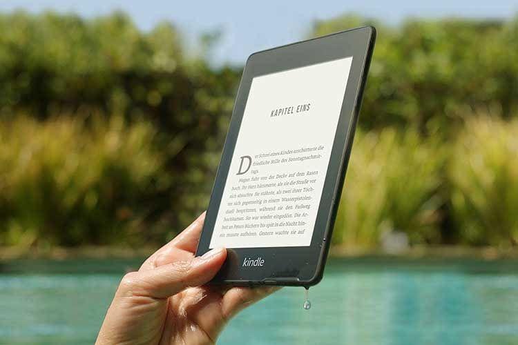 Amazon Kindle Paperwhite ist ein eBook-Reader, der auch einen Fall ins Wasser ohne Schaden übersteht