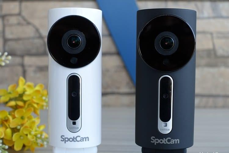 Die SpotCam Sense gibt es in weißer oder schwarzer Ausführung