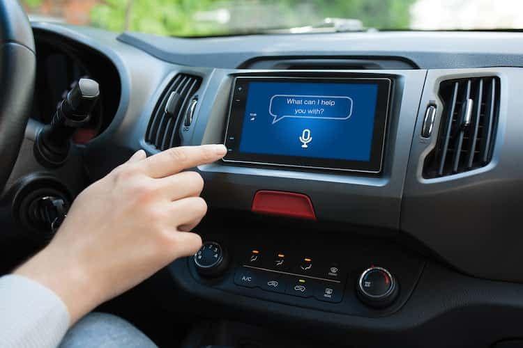 sprachassistenten-im-auto