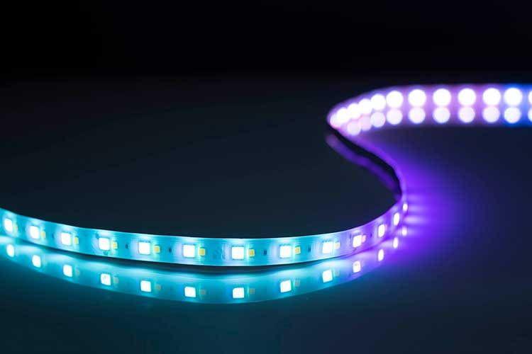 Der Kasa Smart KL430 LED Streifen ist zwei Meter lang und kann bis zu 10 Meter erweitert werden