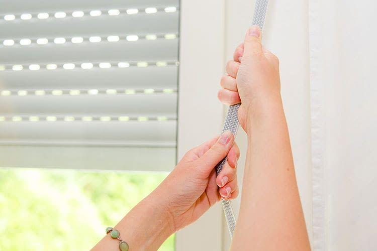 Wer Komfort schätzt, kann im Smart Home auch die Rollläden automatisieren