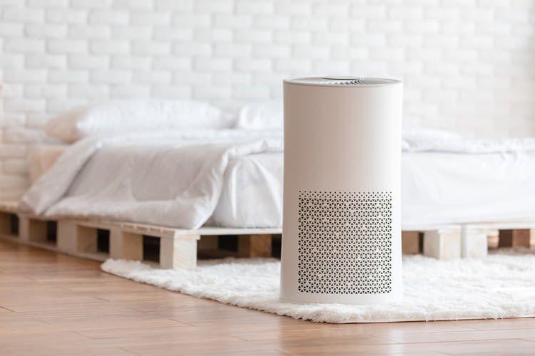 Luftkühler schaffen bei großer Hitze Abkühlung dadurch, dass sie Wind erzeugen und die Luft über ein Kühlmedium blasen