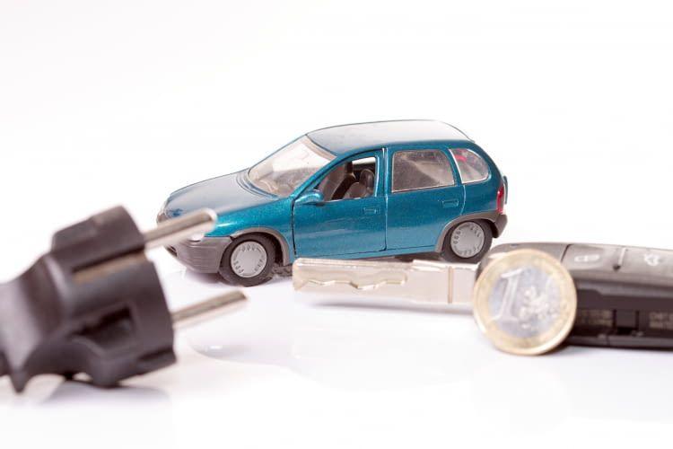 So berechnen Sie die Kosten für das Laden des Elektroautos