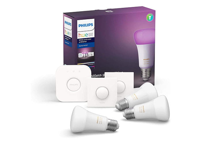 Das Philips Hue Starter set beinhaltet die Philips Hue Bridge, drei farbige Ambiance LED-Lampen sowie zwei Smart Buttons