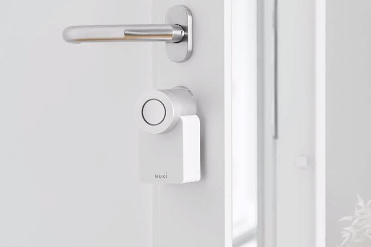 Nuki Smart Lock in der White Edition sieht edel und elegant aus