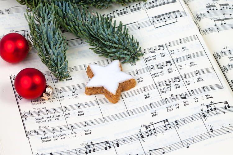 Alexa als Christmas DJane, Karaoke-Partnerin und Jukebox mit Weihnachtslieder-Skills