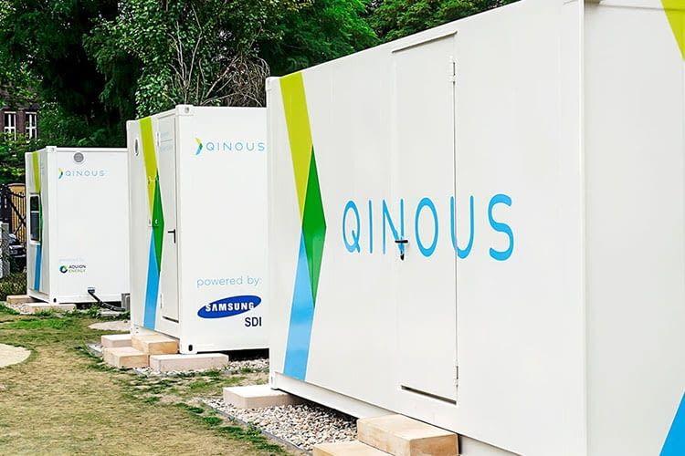 QINOUS Energieversorgungssysteme: Batterie, Wechselrichter, Klimaanlage und Steuerung in einem Gehäuse